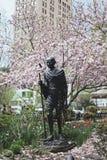 纽约圣雄甘地雕象在联合广场 库存图片