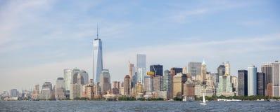纽约地平线全景,从自由女神像的曼哈顿视图 纽约,美国 图库摄影