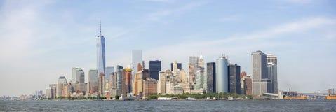 纽约地平线全景,从自由女神像的曼哈顿视图 纽约,美国 免版税库存图片