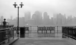 纽约地平线在一个雨天 免版税库存图片