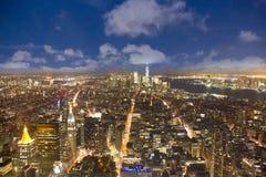 纽约地平线天线在夜之前 免版税库存图片