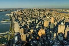 纽约地平线视图从世界贸易中心F的曼哈日落 库存图片