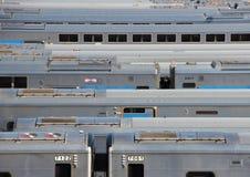 纽约地铁在阳光下训练停车场 库存照片