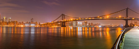 纽约城,曼哈顿从布鲁克林的桥梁视图 图库摄影