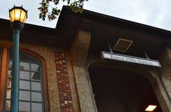 纽约女王Forest Hills火车站入口 免版税图库摄影