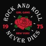 纽约摇滚乐女孩帮会- T恤杉的,妇女难看的东西印刷术穿衣 塑造服装的印刷品有玫瑰色和口号的 库存例证