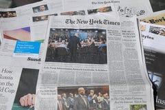 纽约时报周末花费了$6 00美国DOLARS 库存图片