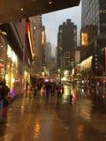 纽约时报广场在雨中 免版税库存照片