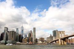 纽约曼哈顿地平线在哈得逊河的全景视图 库存图片