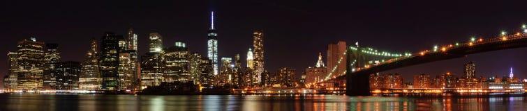 纽约有布鲁克林大桥的地平线全景 免版税库存照片