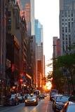 从纽约混凝土密林看的日落 库存照片