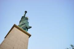 纽约自由女神像复制品在巴黎 免版税库存图片