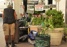 纽约街道的无家可归者 库存照片