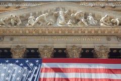 纽约证券交易所金黄标志和大厦 免版税库存照片
