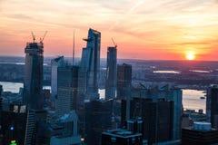 纽约顶视图日落时间的与城市和河大厦  图库摄影