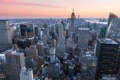 纽约顶视图日落时间的与城市和河,纽约大厦  免版税库存图片