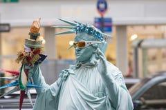 纽约,团结的状态Octrober 10 :作为Th穿戴的人的雕象 库存图片