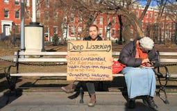 纽约,曼哈顿:长凳在华盛顿广场公园或:听众 库存图片