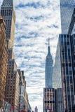 纽约,纽约- 2013年12月27日:与摩天大楼的纽约都市风景 免版税库存图片