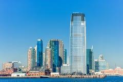 纽约,纽约- 2013年12月28日:与泽西的都市风景 日落 免版税库存图片