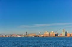 纽约,纽约- 2013年12月27日:与纽约的都市风景 免版税库存照片