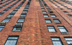 纽约,纽约- 2013年12月27日:在NYC的砖瓦房墙壁 库存照片