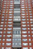 纽约,纽约- 2013年12月27日:在NYC的高楼 砖墙 图库摄影