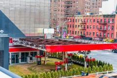 纽约,纽约- 2013年12月30日:无用的加油站在纽约,曼哈顿 生产线上限道路 图库摄影