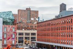 纽约,纽约- 2013年12月30日:生产线上限看法在纽约,曼哈顿 都市风景 库存图片