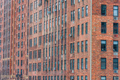 纽约,纽约- 2013年12月30日:砖墙大厦在纽约,曼哈顿 免版税库存照片