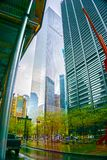 纽约,美利坚合众国- 2016年5月02日:纽约从街道水平的摩天大楼vew在街市在 图库摄影