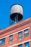 纽约,美国:在一个屋顶的偶象水塔2014年9月15日 图库摄影