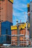纽约,美国- 2017年6月22日:与起重机的大厦,曼哈顿中城,纽约,团结的状态 库存照片