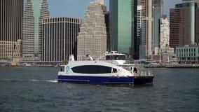 纽约,美国- 2019年5月5日:从曼哈顿的轮渡向布鲁克林 股票录像