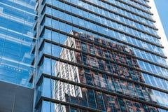 纽约,美国- 2017年6月22日:关闭细节修造外部与反射,曼哈顿中城,纽约,团结的状态 库存图片