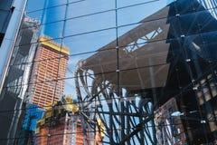 纽约,美国- 2017年6月22日:关闭deatil修造外部与反射,曼哈顿中城,纽约,团结的状态 免版税库存图片