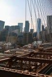 纽约,美国- 2018年9月2日:布鲁克林大桥和纽约在背景中 图库摄影