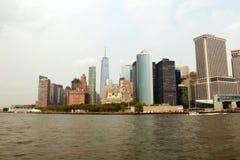 纽约,美国- 2018年8月31日:曼哈顿海岛全景有现代大厦和哈得逊河的 风景地平线视图 免版税库存照片