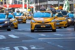 纽约,美国- 2018年3月31日:著名黄色出租汽车作为看的i 图库摄影