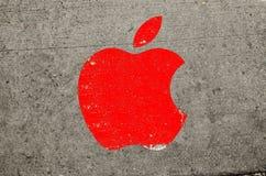 纽约,美国- 2016年9月21日:被画的苹果计算机商标 图库摄影