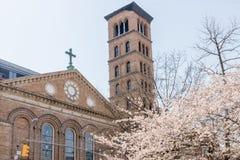 纽约,美国- 2018年4月14日:贾德森纪念教会在春天 库存照片