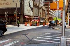 纽约,美国- 04日2017年:修路和道路工程在曼哈顿 库存图片