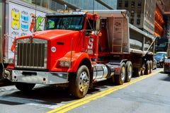 纽约,美国- 04日2017年:修路和道路工程在曼哈顿 图库摄影