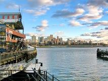 纽约,美国- 12月5日:在南大街海口的码头17,在 库存照片