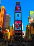 纽约,美国- 2013年2月13日:时代广场是霓虹艺术和商务的一个繁忙的旅游交叉点并且是  库存照片