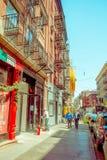 纽约,美国- 2017年5月05日:曼哈顿纽约和明确地Litle意大利地区街道在纽约美国 图库摄影