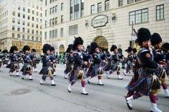 纽约,美国- 2015年3月17日:沿第五大道的每年圣帕特里克的天游行在纽约 免版税库存照片