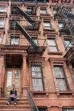 纽约,美国- 2015年6月15日-走在哈林的人们周日 库存图片