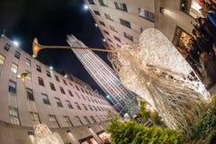 纽约,美国- 2011年12月9日- rockfeller中心庆祝的xmas的人们 库存照片