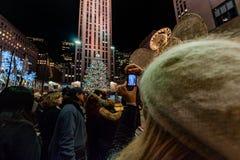纽约,美国- 2011年12月9日- rockfeller中心庆祝的xmas的人们 库存图片